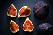Fresh figs, one cut in our pieces